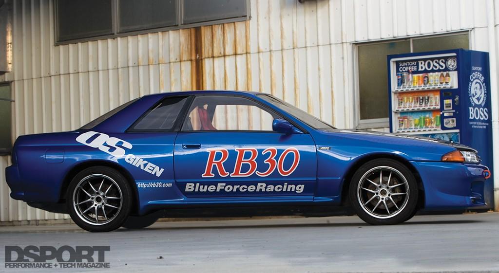 Side profile shot of the OS Giken RB30 Nissan R32