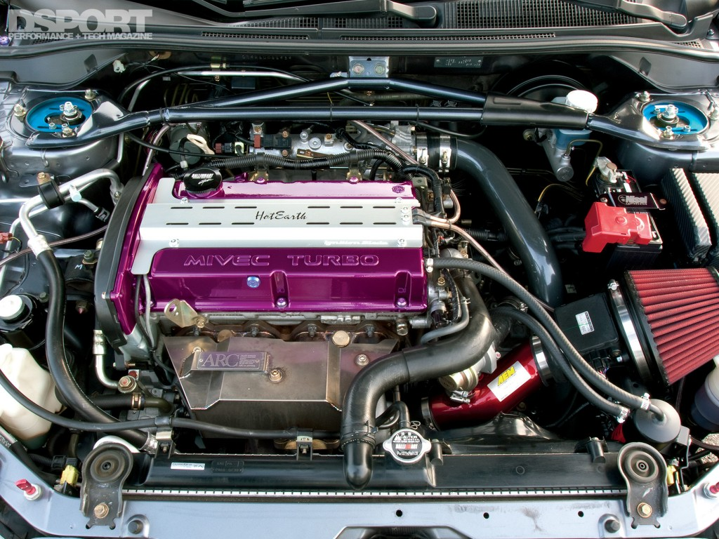 Engine of the Mitsubishi EVO IX with Voltex Racing Cyber kit