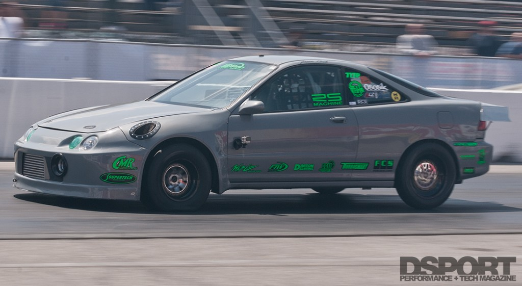 Park's Integra racing down the drag strip