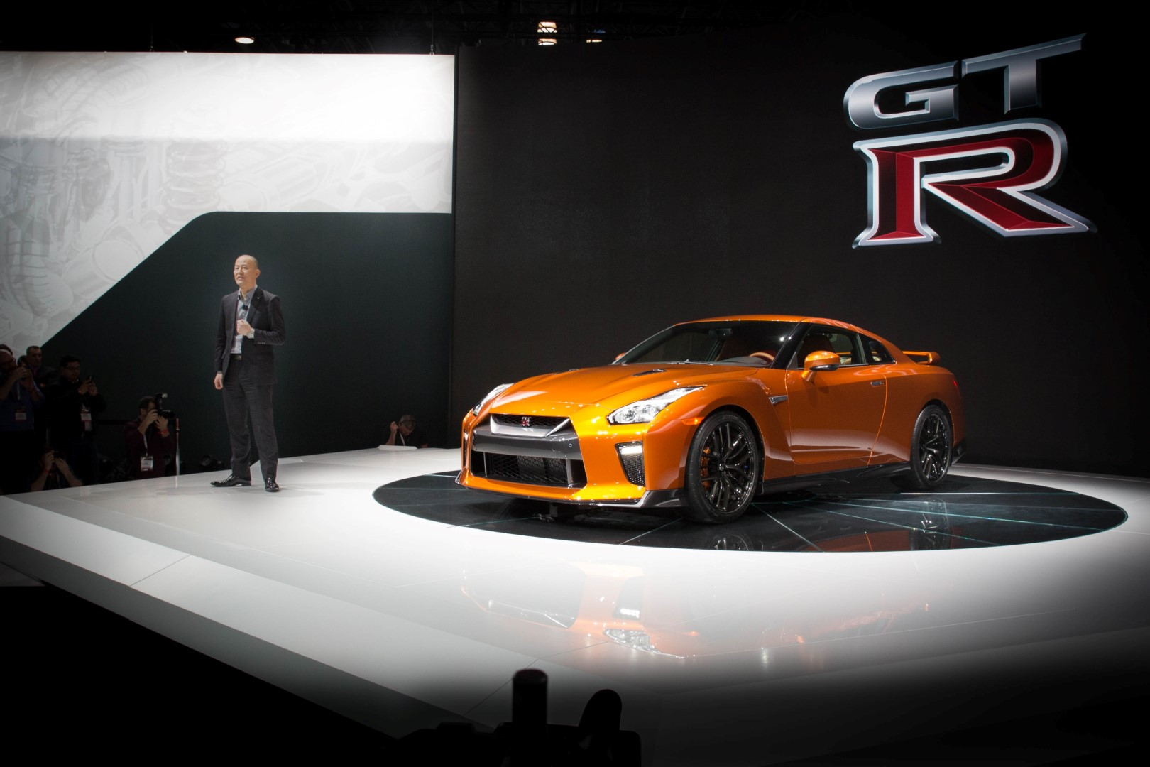 2017 Nissan GT-R makes world debut at NYIAS